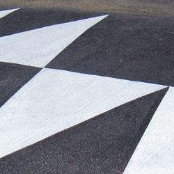 """Reductores de velocidad """"Lomo de asno"""" en Almarail"""